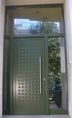Πόρτα εισόδου Kitchen Appliances, Windows, Home, Diy Kitchen Appliances, Home Appliances, Ad Home, Homes, Kitchen Gadgets, Haus