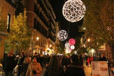 http://guias-viajar.com/madrid/ Luces de Navidad 2013 en calle Arenal de Madrid