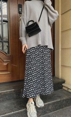 Modest Fashion Hijab, Street Hijab Fashion, Korean Street Fashion, Skirt Fashion, Fashion Outfits, Islamic Fashion, Muslim Fashion, Casual Outfits, Casual Hijab Outfit