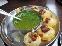 Pani puri gol gappa puchka, Street food of India Indian Snacks, Indian Food Recipes, Asian Recipes, Vegetarian Recipes, Cooking Recipes, Ethnic Recipes, Cooking Hacks, Curry Recipes, Traditional Indian Food
