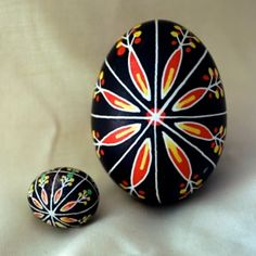 Copper Country Pysanky. A cockatiel pysanka (left) next to an ordinary chicken egg pysanka.