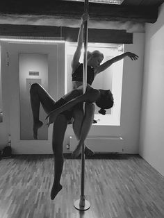 Cool Pole Double Move, I think it looks cute and it's really easy to do with a partner 💙 #polefitness #poledouble #polelove