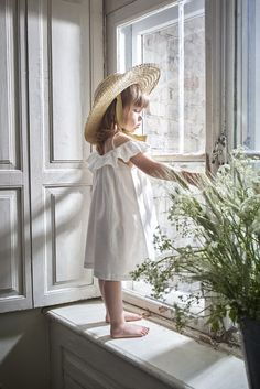 Natural Organic Baby Elis straw hat Romantic straw hat with natural ribbon - all the little girl need for this summer. Hand made of natural straw and ties wi. Kids Fashion Boy, Toddler Fashion, Girl Fashion, Fashion Fall, Fashion Design, Girls Summer Outfits, Kids Outfits, Girls Dresses, Girls Wear
