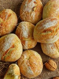 Discover recipes, home ideas, style inspiration and other ideas to try. Mini Bread Loaves, Homemade Bread Bowls, Pizza Pastry, Easy Bread, Food Preparation, Bread Baking, Bread Recipes, Iftar, Brunch