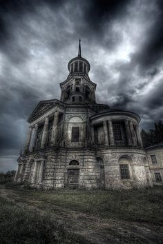 I know this is an abandoned church but I would restore it in to a home in a heart beat!!!