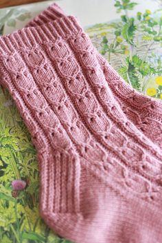 Knitted Socks Free Pattern, Knitting Socks, Knitting Patterns Free, Knit Patterns, Free Knitting, Knit Socks, Patterned Socks, Christmas Knitting, Sock Yarn