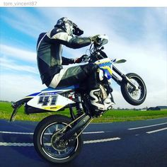 AWESOME! EPIC FANPOST FROM @tom_vincent87!  Such a beautifull Berg! #husaberg #fe #fs #hbg #husa #berg #fanpost #awesome #650 #fs650 #fe650 #gopro #wheelie #4stroke #4strokeforce #follow #him by husabergfreak