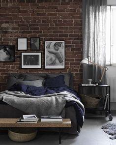 Nós AMAMOS o estilo industrial. A parede de tijolinhos os detalhes na cor cimento queimado e as linhas mais retinhas É tudo de bom né? #decoration #instadecor #instahome #casa #home #interiordesign #homedesign #homedecor #homesweethome #inspiration #inspiração #inspiring #decorating #decorar #decoracaodeinteriores #Mobly #MoblyBr #luminária #bedroom #industrial #decoraçãoindustrial