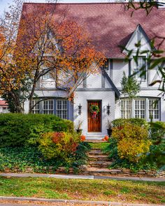 Inspiring homes tudor house design - A fresh take on this tudor exterior with white painted brick and gray trim. Tudor Exterior Paint, Tudor House Exterior, Exterior House Colors, Exterior Design, House Exteriors, Tutor Style Homes, Tudor Style, Inspired Homes, Historic Homes