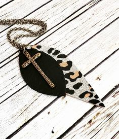 Gold Cheetah Leather Necklace Beautiful boho leather necklace with so much style and sparkle! This is sure to make a great statement and would make a perfect Leather Earrings, Leather Jewelry, Diy Earrings, Teardrop Earrings, Bohemian Jewelry, Beaded Jewelry, Gothic Jewelry, Custom Jewelry, Handmade Jewelry