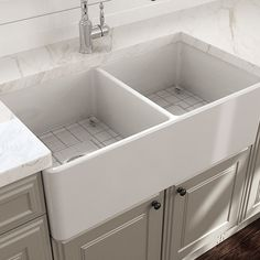Find the top-rated double apron-front farmhouse sty. Find the top-rated double apron-front farmhouse style sinks for your kitchen. Farmhouse Sink Kitchen, Farm Kitchen, White Sink, Cast Iron Farmhouse Sink, Kitchen Remodel, Farm Sink, Farmhouse Aprons, Sink Design, Kitchen Design