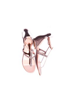 La sandalia plana ultrafemenina