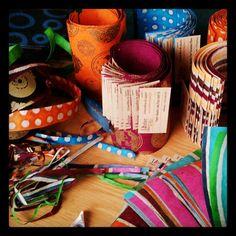 On coupe, on classe, plein de jolis papiers déco de toutes les couleurs... Les échantillons seront bientôt disponibles pour vous aider á choisir...  http://www.atelierchezsoi.fr/store/Papier-nepalais