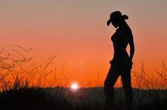 14 Beautiful Examples Of Sexy Silhouette Photography . - I really like silhouette shots because it leaves a lot to the imagination. Cowgirl Sexy, Foto Cowgirl, Cow Girl, Boudoir Photos, Boudoir Photography, Country Girl Photography, Silhouettes, Vaquera Sexy, Outdoor And Country