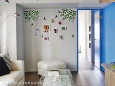 設計師將視覺端景牆採照片牆規劃,家人間的生活點滴就是最美的空間風景。