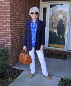 Best Outfits For Women Over 50 - Fashion Trends 60 Fashion, Over 50 Womens Fashion, Vogue Fashion, Fashion Over 50, Fashion Tips For Women, Fashion Outfits, Fashion Trends, Classic Fashion, Street Fashion