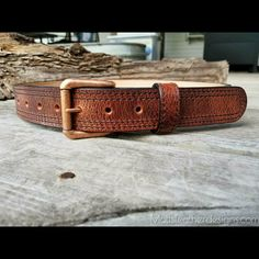 Who's ordering a belt today? I'm really digging the water buffalo in antique brown with black stitching! This is a first on this one. #doyouevenmotts #mottsleatherdesigns #exoticleather #waterbuffalo #gunbelt #rustic #antique #copper #handcrafted