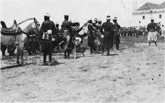 Mosquée  Cérémonie du vendredi, la garde d'honneur du sultan attendant, devant la mosquée, la sortie du sultan  1916.05.12