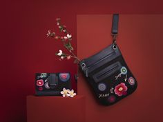 Opt for a minimal look with your accessories, starting with this black shoulder bag and it's matching wallet.