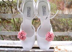 Schuhclips Filzblüten, 36 Farben von CinnamonBee auf DaWanda.com