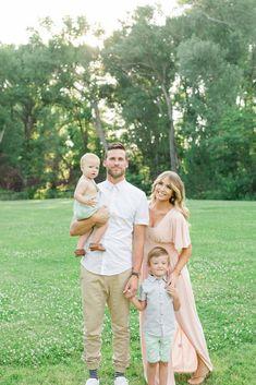 May 2018 - Family Photo Inspiration - Family Photography / Photo Session Ideas / Family Photoshoot