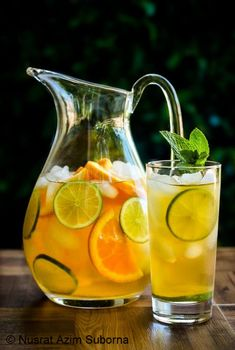 Lemons and iced tea are a great match. In this citrus iced tea recipe, the added slices of lime and oranges create a delicious well defined fruity Refreshing Drinks, Fun Drinks, Yummy Drinks, Healthy Drinks, Cold Drinks, Beverages, Healthy Food, Iced Tea Recipes, Cocktail Recipes