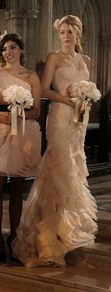 Vera at her best! Simply adore Serena van der Woodsen's bridesmaid dress. Vera Wang Spring 2011 Farrah Gown