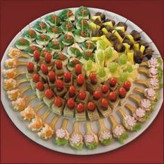 """Segue dicas para petiscos. Bem pratico e bonito. Use sua criatividade e encante seus convidados! Sugestões de como servir """"finger food""""  ..."""