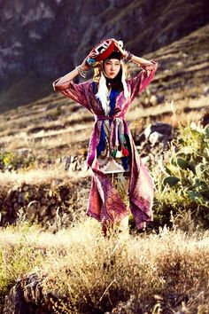 La Señorita Bello - Alexander Neumann captures the beauty of traditional Peruvian folk style in Cusco with this spirited editorial for the July issue of Vogue Korea. Styled by Aeri Yun, model Han Hye Jin Vogue Korea, Han Hye Jin, Ethnic Fashion, Asian Fashion, Nomad Fashion, Bohemian Fashion, Moda Peru, Estilo Popular, Pose