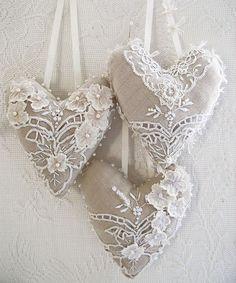 linen and lace                                                                                                                                                     Mais