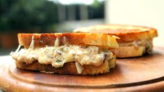Tuna melt - og to andre oppskrifter med tunfisk på boks - Godt.no Tuna Melts, Cooking Recipes, Healthy Recipes, Healthy Food, Salmon Burgers, Cheddar, Apple Pie, Seafood, Sandwiches