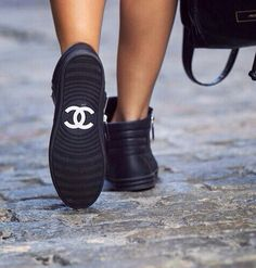 LOUISA nextstopfw | black white outfit fashion streetstyle minimal classic chic shoes chanel boots sneakers