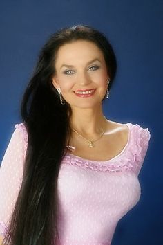 """Crystal Gayle- Just loved her song, """"Don't make my brown eyes blue"""".."""