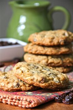 Oatmeal Raisin and Chocolate Coconut Oatmeal Cookies. I love coconut :) Oatmeal Coconut Cookies, Coconut Chocolate Chip Cookies, Raisin Cookies, Chocolate Chip Oatmeal, Baking Recipes, Cookie Recipes, Dessert Recipes, Personalized Cakes, Biscuit Cookies