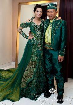www.venzakebaya.net KEBAYA EKSKLUSIF  https://www.facebook.com/venzakebaya?ref=hl Model Kebaya, Arab Wedding, Blouse Models, Traditional Dresses, Google Search, Kebaya Hijab, Sari, Indonesian Kebaya, Kebaya Indonesia