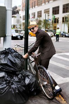 the bicycle thief. new york  The Sartorialist.