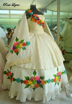 Mexican hand embroidered wedding dress - Sites new Quince Dresses Mexican, Mexican Style Dresses, Mexican Quinceanera Dresses, Floral Homecoming Dresses, Mexican Outfit, Quinceanera Cakes, Wedding Dresses, Vestido Charro, Mexico Dress