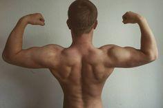 Hallo Freunde! Am heutigen Tag wird es wieder einmal Zeit für ein #BackUpdate.  Mit welchen Übungen ich meinen Rücken trainiere werdet ihr im morgigen Vlog sehen. Heute Abend kommt ein wohl eher unspektakulärer dennoch extrem wichtiger Muskel bzw. mein persönliches Training für ihn zur Schau. Jetzt geht's ins Gym Freunde! Habt einen guten Tag! -Felix  join the #liftaddictedarmy  ____________________________ #fitness #gym #aesthetics #training #bodybuilding  #gymlife #workout #nutrition…
