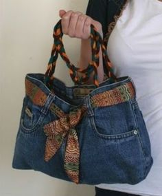 How to Make a Denim Purse Denim jeans have a lot of character and style, even if they're worn out or outgrown. You can transform that style into a unique purse. All you need is an old pair that you (Diy Ropa Jeans) Cut Up Shirts, Old T Shirts, Diy Jeans, Diy Denim Purse, Diy Purse From Jeans, Levis Jeans, Tee Shirt Fila, Artisanats Denim, Denim Bags From Jeans