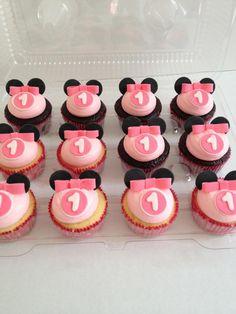 - Minnie Mouse cupcakes Bolo Da Minnie Mouse, Minnie Mouse Birthday Cakes, 1st Birthday Cakes, Minnie Mouse Party, Birthday Ideas, Mini Y Mickey, Mickey Party, Cupcake Party, Cupcake Cakes