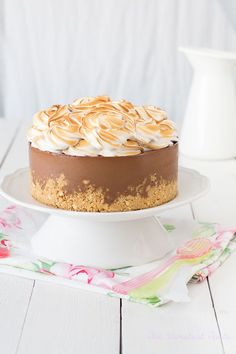 S'mores Cheesecake Meringue, Just Desserts, Delicious Desserts, Cheesecake Recipes, Dessert Recipes, Yummy Things To Bake, Icing Recipe, Love Cake, Let Them Eat Cake