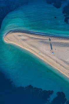 Les plus belles plages de Croatie - Benefits of nature travel. What is natural travel? Places To Travel, Places To Go, Slovenia Travel, Photos Voyages, Crystal Clear Water, Most Beautiful Beaches, Europe Destinations, Beach Trip, Strand