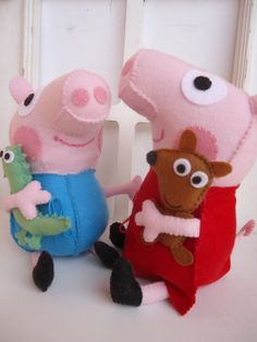 Peppa e George Pig em feltro , 25 cm <br>acompanha o Teddy e o Dino