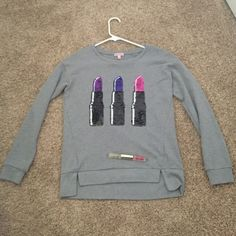 Juicy CoutureFREE GIFT Super cute Juicy Couture top! Cotton/polyester blend. Great condition. It's not really a sweatshirt but it's that type of material. FREE Juicy couture double rollerball perfume with purchase!!!!! ($30 value!!) Juicy Couture Tops Sweatshirts & Hoodies