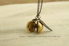 The Golden Snitch Locket Necklace Harry Potter di katrinakishi, $3.70
