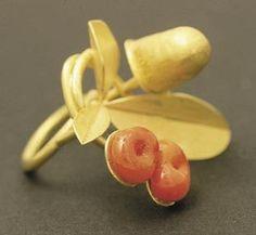 Rike Bartels - ring - gold 900, Murano glass(viaGalerie Slavik, No. 110612)