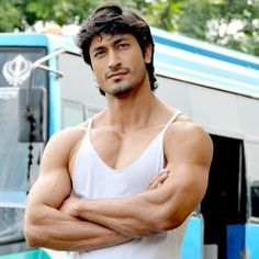 I saw Vidyut Jamwal for the first time in the Indian movie Commando and was very impressed. He's not only GORGEOUS, but a decent actor and terrific dancer. I think he did all his own stunts. Cute Celebrities, Indian Celebrities, Beautiful Men Faces, Gorgeous Men, Bollywood Actors, Bollywood Celebrities, Chest Workouts, Fun Workouts, Vidyut Jamwal Body