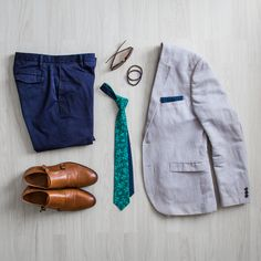 Weekend outfit inspiration. Grey cotton blazer, green necktie by bubibubi ties, double monk strap shoes, mineral stone bracelets and navy chinos.