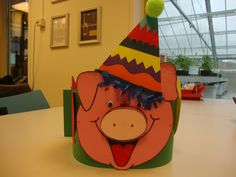 Feestvarken verjaardagshoed voor de mini's en de maxi's 2015-2016 Happy Birthday, Birthday Parties, Party Hats, Bowser, More Fun, Activities For Kids, Projects To Try, Presents, Christmas Ornaments