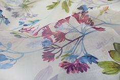 #mendolafabrics #curtains #sheers #perdele #draperii #motiveflorale #floralpatterns #floralprint #classydesign #design #homedecor #livingroom #interiordesign #decor Floral Prints, Curtains, Texture, Interior Design, Detail, Colors, Fabric, Painting, Home Decor